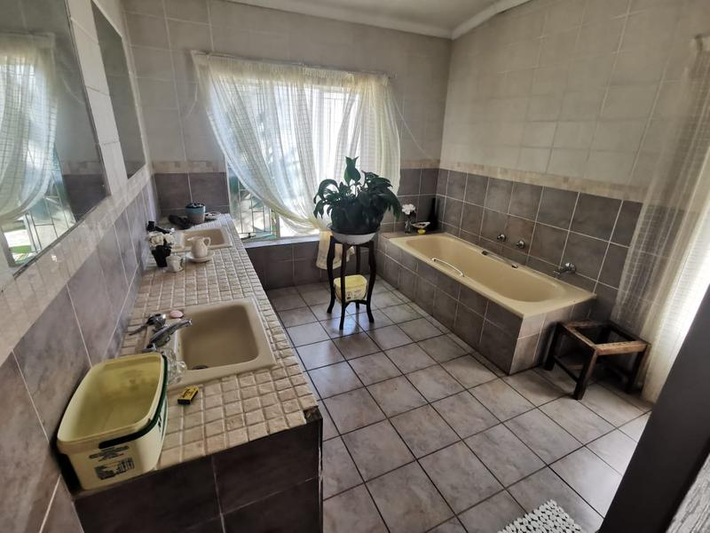 Property For Sale in Wonderboom South, Pretoria 11