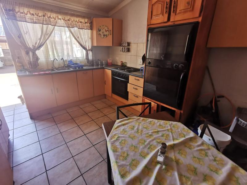 Property For Sale in Wonderboom South, Pretoria 14